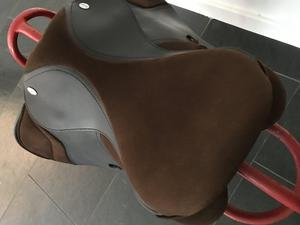 "16.5"" brown thorowgood T4 gp saddle"