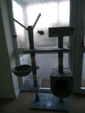 Kitten/cat scratcher play tower