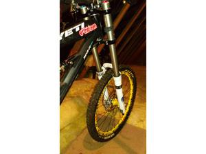 Yeti 303rdh downhill bike.. Custom built. in Honiton