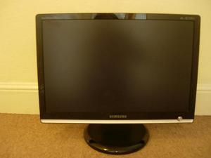 "20"" SAMSUNG MONITOR, KEYBOARD+2 MOUSES 1 WIRELESS"