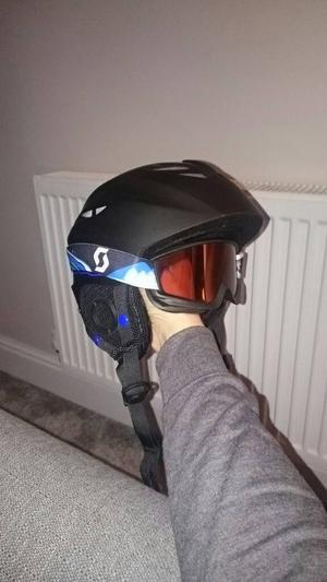 Kids skiing helmet and goggles