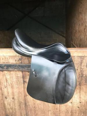 """16.5"""" John Whitaker jump saddle"""