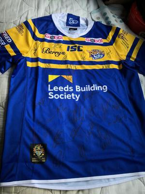 LEEDS RHINOS SIGNED RUGBY SHIRT  BRAND NEW !