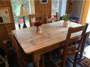 Solid wood country kitchen table plus 4 chairs in Carmarthen
