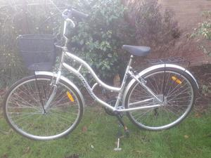 Ladies quality town & country dutch style bike