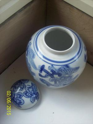 Oriental Blue & White Ceramic Ginger Jar (with lid)