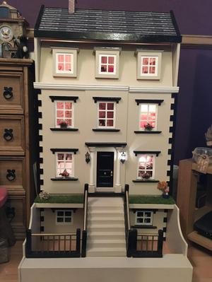 Collectors item - beautiful dolls house