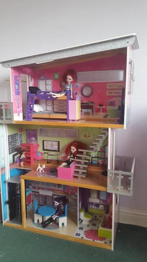 Wooden Dolls House suitable Moxie, Bratz
