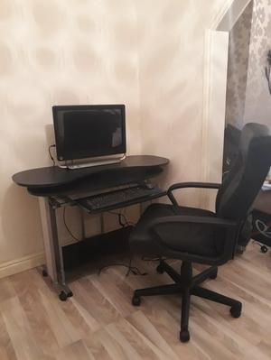 HP all in one computer/desk and chair