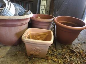 4 large plastic planters