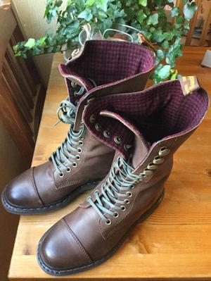 Brand New Dr. MARTENS Bridge boots uk size 4