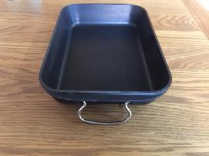 Le Creuset oven roasting dish