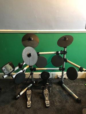 Axus Didital Drum kit, hardly used; instruction booklet