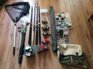 4 fishing rods and reels and tackle, accesories