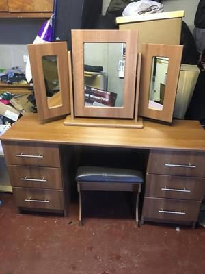 Dressing Table, mirror and stool to match, in excellent condition. Down