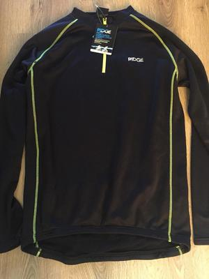 A brand new Ridge thermal long sleeve cycle top size large