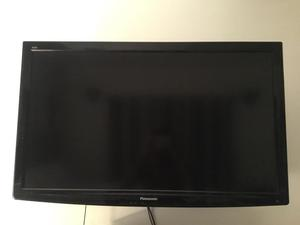 Panasonic Viera TX-L42U2B 42 inch widescreen. Full HD p LCD TV with Freeview and stand