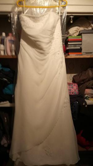 wedding dress and full length veil