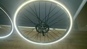 700c wheels with disc brakes and front dynamo