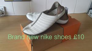 BRAND NEW NIKE WOMEN SHOES SIZE 4