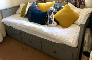 IMMACULATE! Day bed with 3 drawers and 2 mattresses ! Only been used twice!