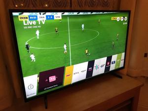 LG 49 inch 4K ultra hd smart led HDR tv. EXCELLENT CONDITION £350 NO OFFERS.CAN DELIVER