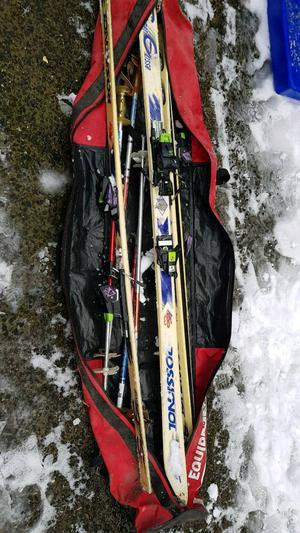 2 sets of skis