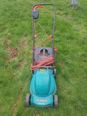 Bosch Rotak 320 electric lawn mower