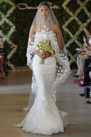 Brand new with tag Oscar de la Renta 44e10 gown