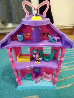 Minnie Mouse House with Characters and Accessories