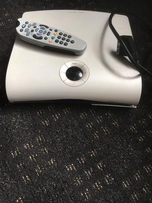 SKY BOX WITH REMOTE CONTROL WITH LEADS INPUTS AND OUTPUTS