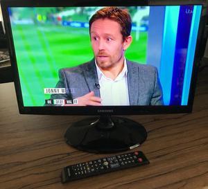 "Samsung T22C300EW 22"" (not 21"") TV"