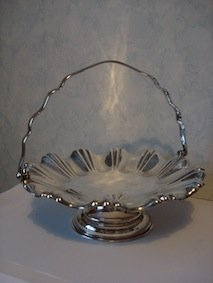 VICTORIAN JOSEPH RODGERS SILVER PLATED HANDLED FRUIT STAND