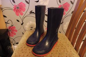 navy blue boots with red sole hardly used size 2