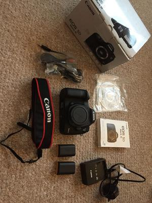 Canon EOS 5D Mark III DSLR Camera - Black (Body Only) with box