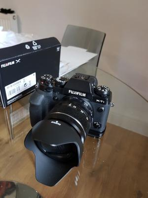 Fujifilm xt2 with large grip and  lens