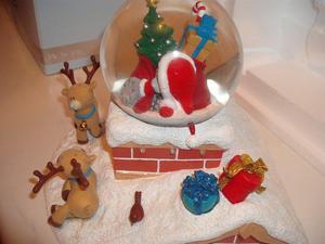 Me To You 'Santa's On His Way' Light Up Snowglobe - BNIB