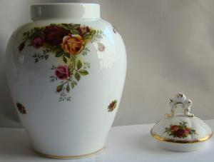 Royal Albert Old Country Roses Jar