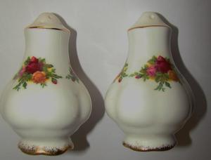 Royal Albert Old Country Roses Salt & Pepper Cruit
