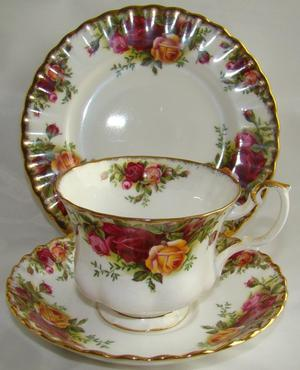 Royal Albert Old Country Roses T Cup+Saucer+Side Plate