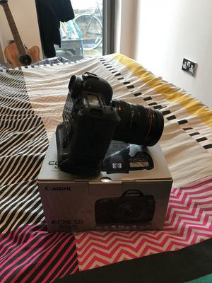 Prinstine, nearly new boxed Canon 5D MK IV + battery grip + extra battery