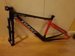 "Giant xtc 29"" carbon composite mtb frame with rockshox"