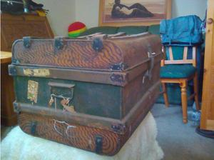 Tin metal antique,chest,trunk in High Wycombe