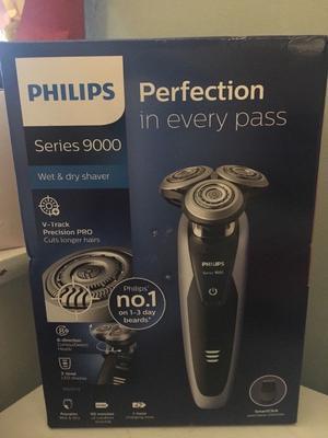 Brand new unopened in sealed box philips  razor