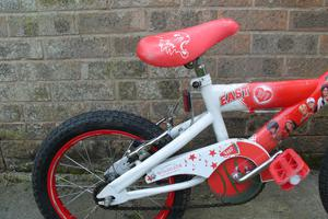 Cheap child first bike, Disney High School Musical brand suit a 4 to 9 year old approx