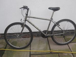 Raleigh mountain bike 26 inch wheels - 16.5 inch frame