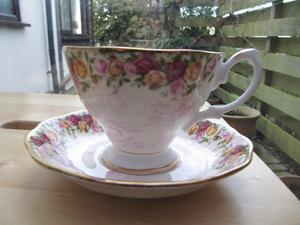 Royal Albert - Old Country Roses PEACH DAMASK Cup and Saucer