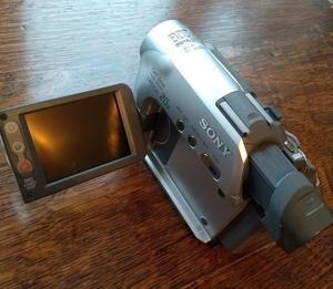 Sony DCR-HC22E Handycam MiniDV Camcorder 800x digital 20x