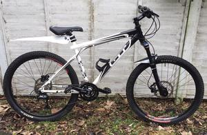 GT Aggressor xc2 Mountain Bike Hydraulic Disc Brakes - Excellent Condition