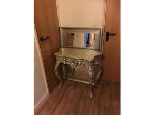 STUNNING CONSOLE TABLE AND MIRROR in Milton Keynes